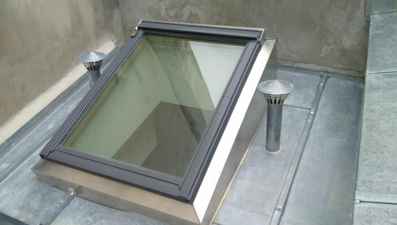 Costi re zinc pour fen tre de toit poser en un temps - Pose fenetre de toit sans autorisation ...